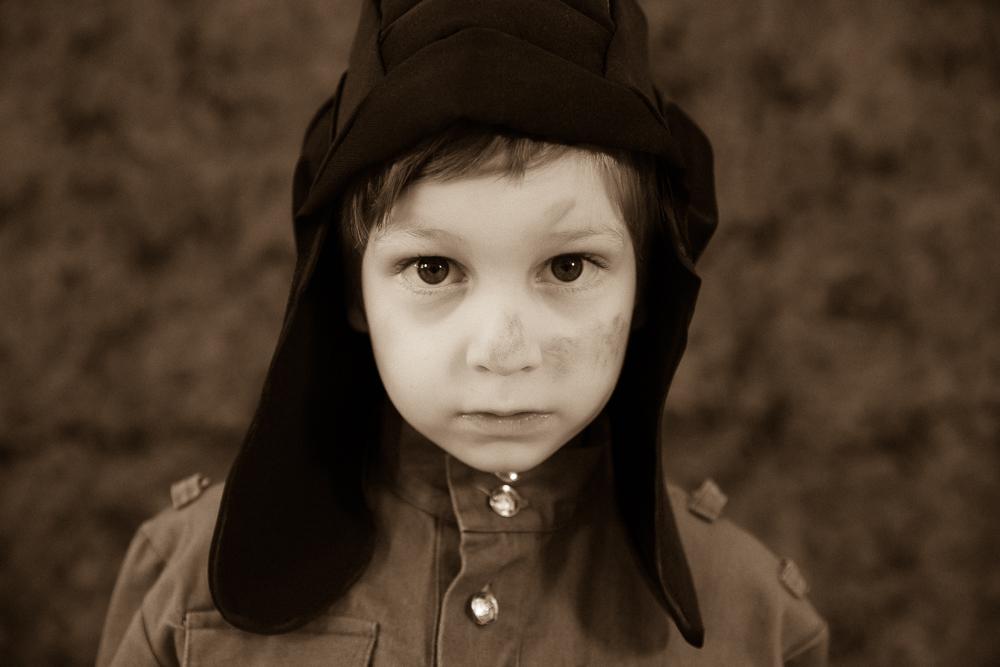 Детский фотограф . 9 мая День Победы. Дети в военной форме. Фотограф Галина Бойко